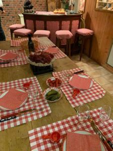 Carnozet Tisch gedeckt