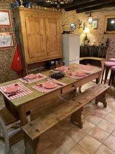 Carnozet ganze Ecke mit Tisch